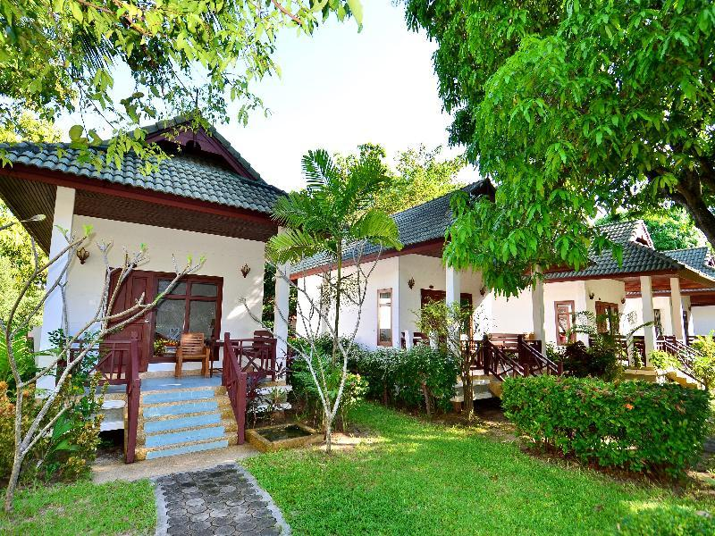 First Bungalow Beach Resort in Chaweng Beach, Ko Samui A