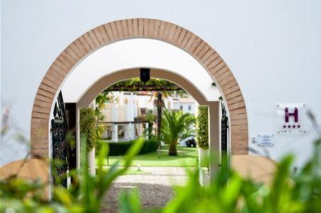 Luz Bay Club Beach & Sun Hotel in Luz, Algarve A
