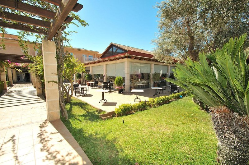 PlayaMar Hotel & Apartments in S'Illot, Mallorca GA