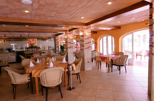 Apartaments Maribel Menorca in Cala Blanca, Menorca