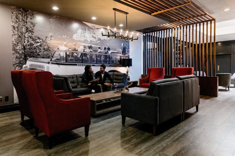 Elk + Avenue Hotel in Banff, Alberta L