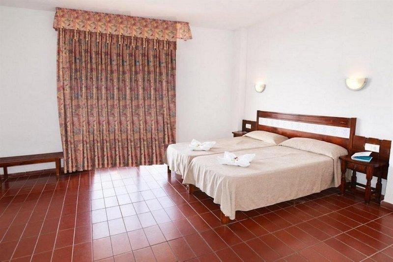 Hotel Piscis in Sant Antoni de Portmany, Ibiza W