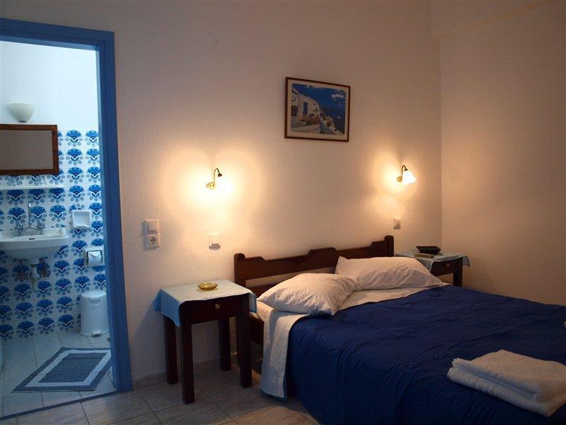 Narkissos Hotel in Kamari, Santorin W