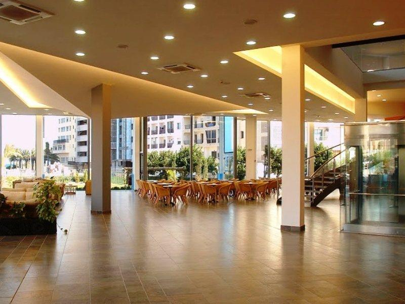 Aparthotel Xon's Platja in Empuriabrava, Costa Brava L