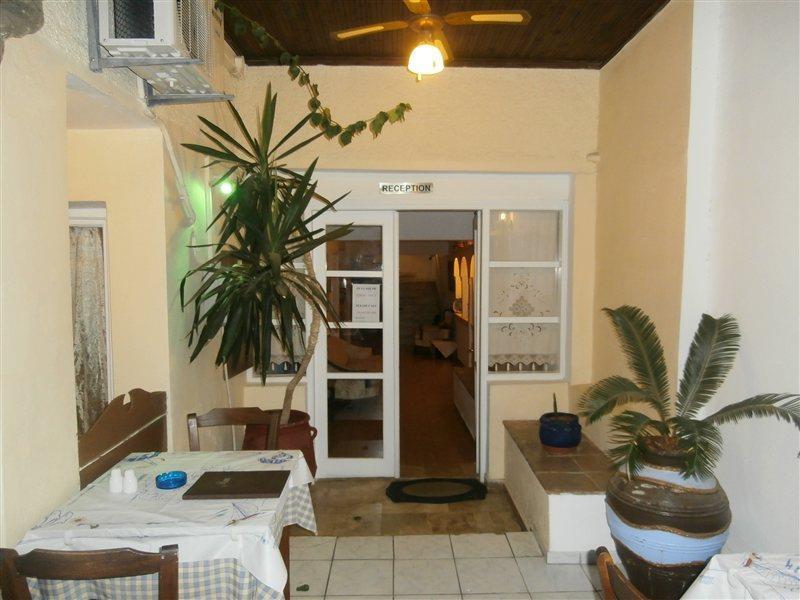 Narkissos Hotel in Kamari, Santorin L