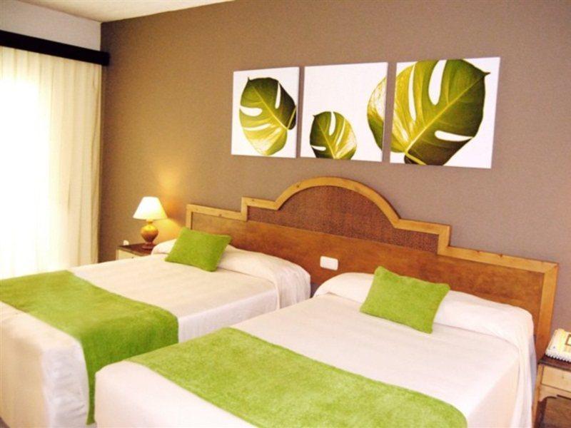 Hotelzimmer im Grand Sirenis Cocotal Beach Resort günstig bei weg.de