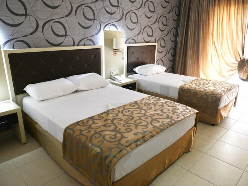Hotelzimmer mit Mountainbike im Asrin Beach