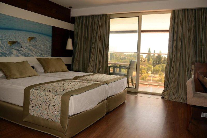 Hotelzimmer mit Tischtennis im Holiday City Hotel