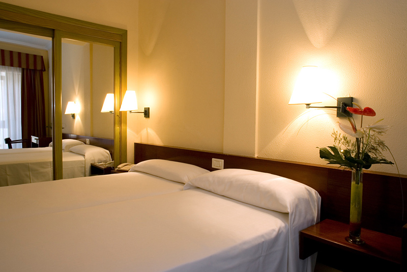 Hotelzimmer im NH Las Palmas Playa Las Canteras günstig bei weg.de
