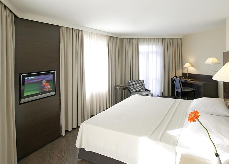 Hotelzimmer mit Hallenbad im NH Düsseldorf Königsallee