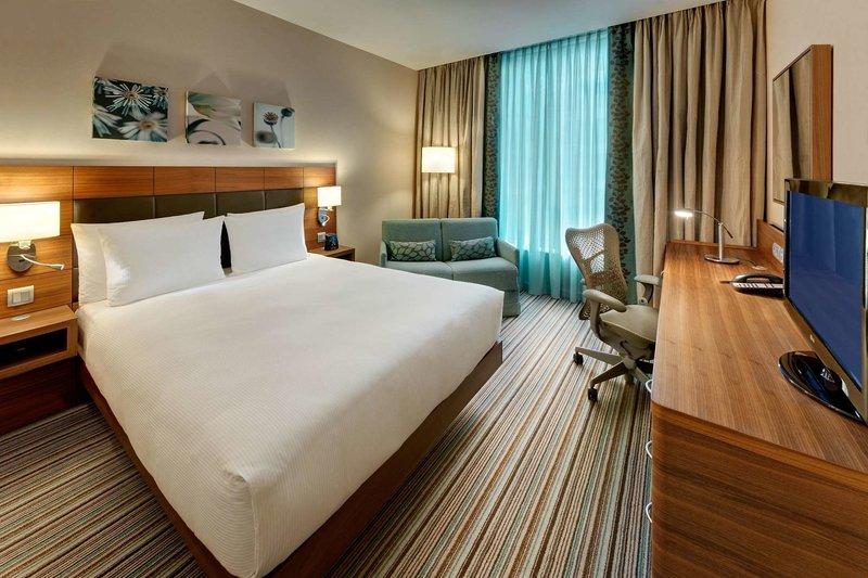 Hotelzimmer mit Kinderbetreuung im Hilton Garden Inn Frankfurt Airport