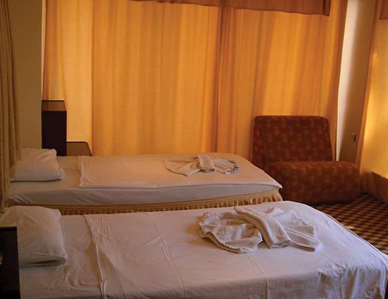 Hotelzimmer im Panormos Hotel günstig bei weg.de