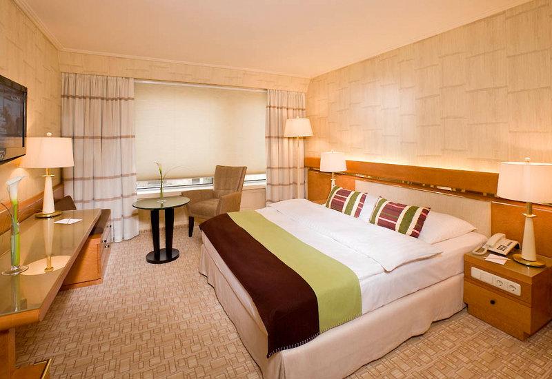 Hotelzimmer mit Golf im Hotel Nikko Düsseldorf