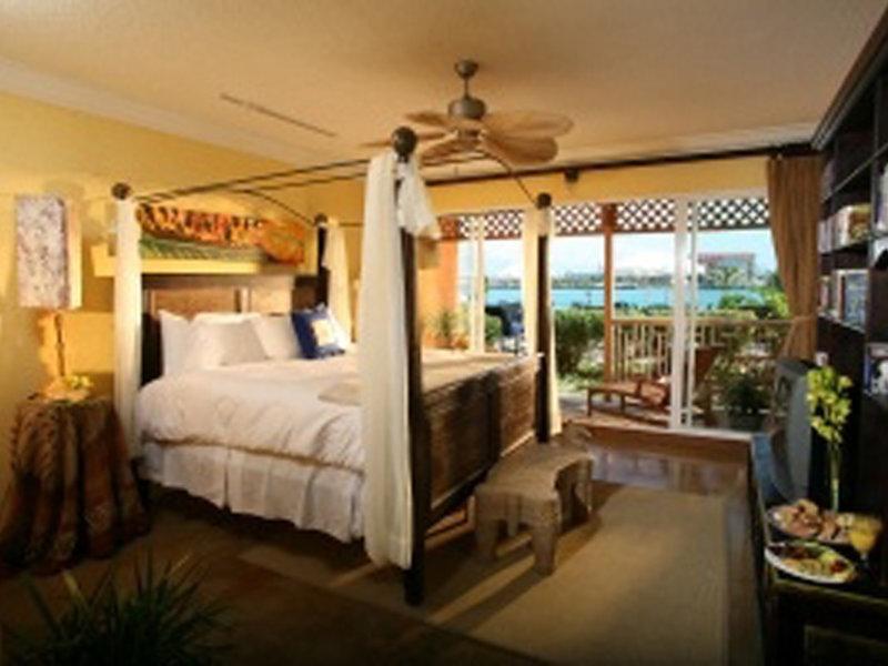 Hotelzimmer mit Mountainbike im Pelican Bay