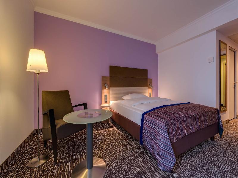 Hotelzimmer mit Clubs im Park Inn by Radisson Köln City West