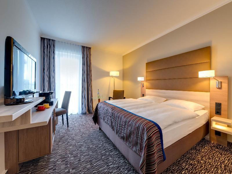 Hotelzimmer mit Animationsprogramm im Park Inn by Radisson Köln City West