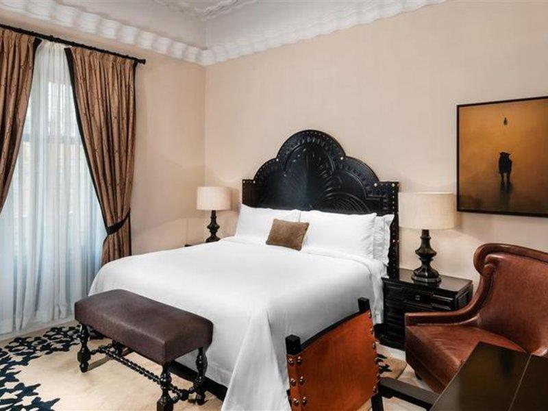 Hotelzimmer mit Hochstuhl im Hotel Alfonso XIII, a Luxury Collection Hotel, Sevilla