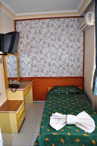 Hotelzimmer mit Mountainbike im Moonlight