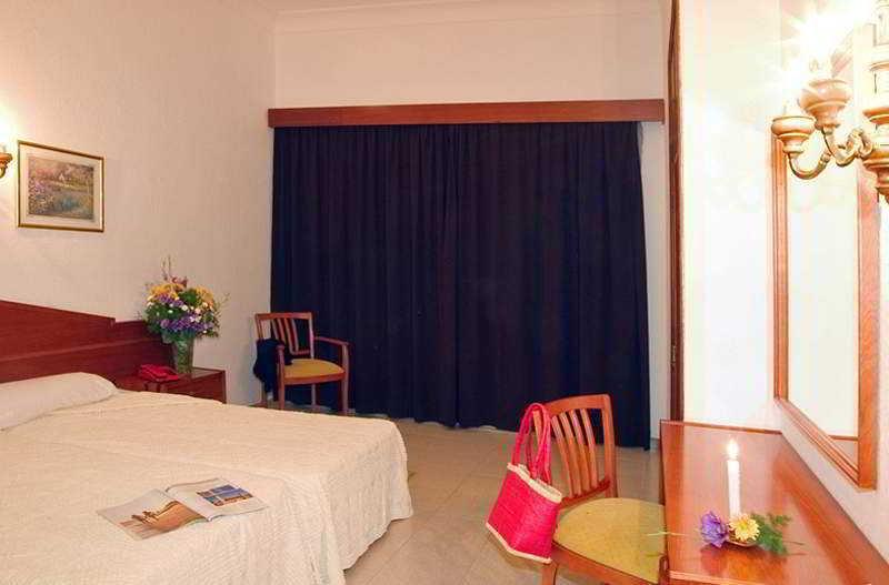 Hotelzimmer mit Tennis im Apartamentos Villa Real