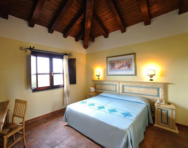 Hotelzimmer mit Volleyball im Villaggio Baia Dei Pini