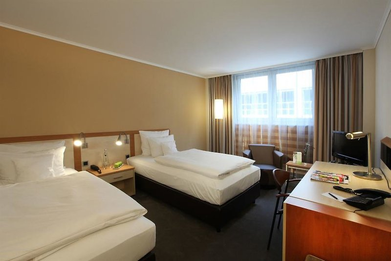 Hotelzimmer mit Pool im Lindner Hotel Dom Residence