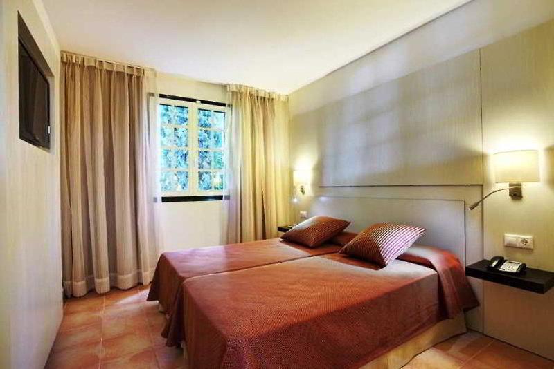 Hotelzimmer mit Tischtennis im Grupotel Club Menorca