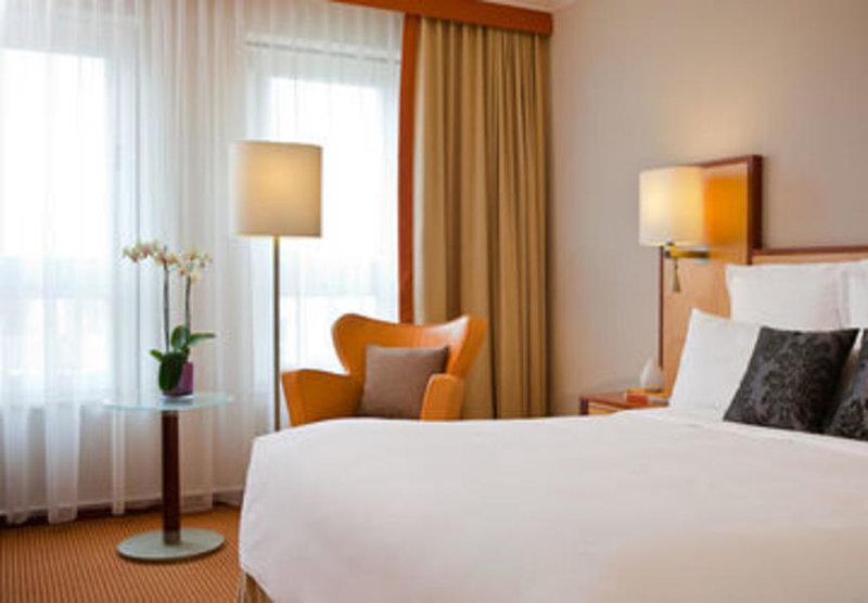 Hotelzimmer mit Klimaanlage im ACHAT Plaza Karlsruhe
