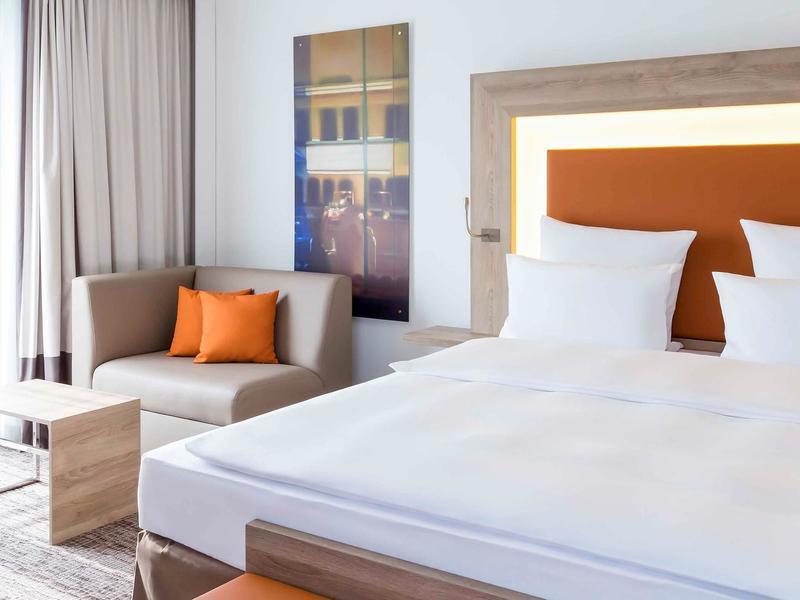 Hotelzimmer mit Animationsprogramm im Novotel Nuernberg Centre Ville