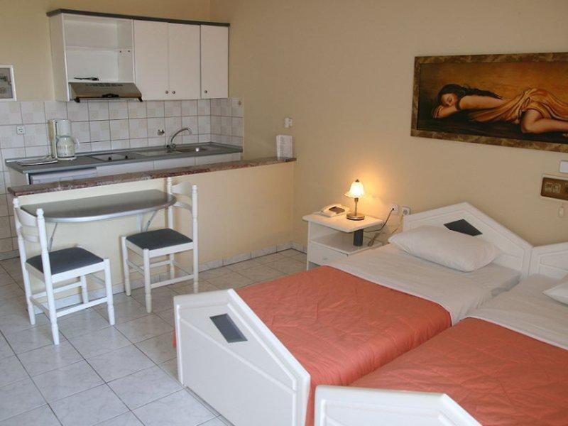 Hotelzimmer mit Tischtennis im Katerina Hotel Apartments