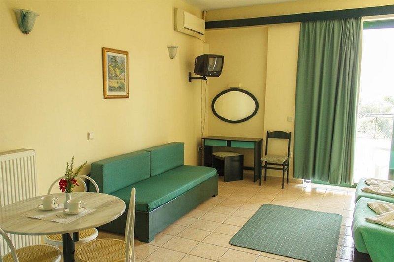 Hotelzimmer mit Mountainbike im Saint Nicholas Hotel