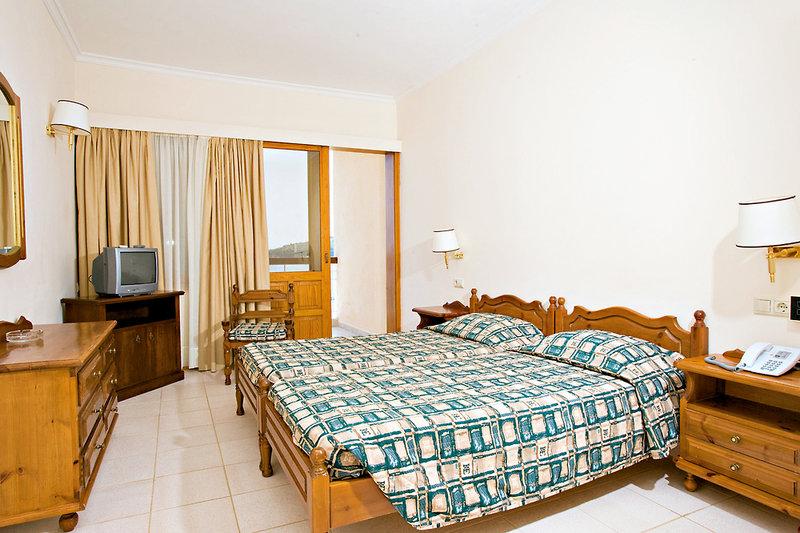 Hotelzimmer mit Paddeln im Esperides Beach
