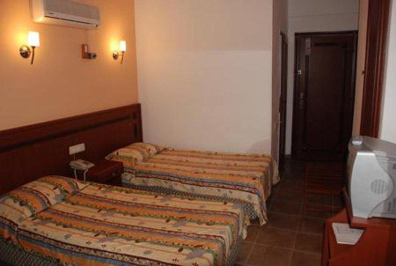 Hotelzimmer mit Tischtennis im Kleopatra Develi Hotel