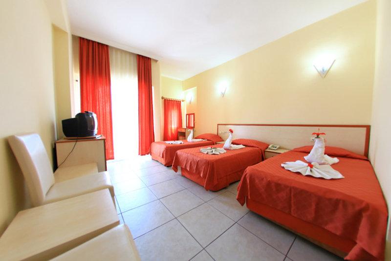 Hotelzimmer mit Tischtennis im Hotel Golden Sun
