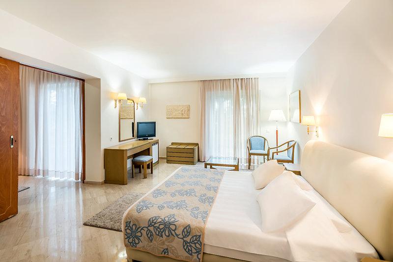 Hotelzimmer mit Mountainbike im Iberostar Creta Panorama