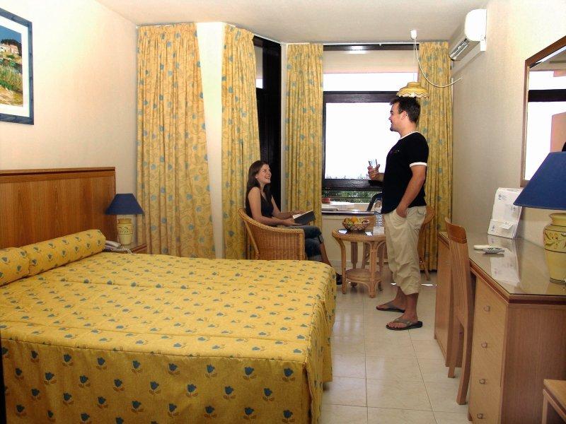 Hotelzimmer mit Mountainbike im Auramar Beach Resort