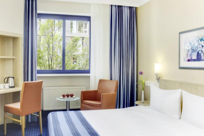 Hotelzimmer mit Klimaanlage im InterCityHotel Nürnberg
