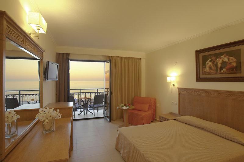 Hotelzimmer mit Mountainbike im Atlantis Beach Hotel