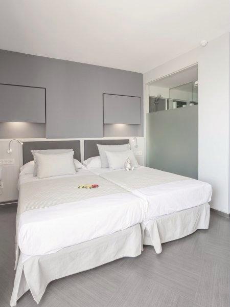 Hotelzimmer mit Mountainbike im Hotel El Puerto by Pierre & Vacances