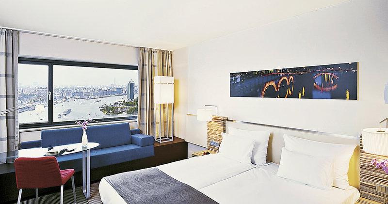 Hotelzimmer mit Mountainbike im Mövenpick Amsterdam City Centre