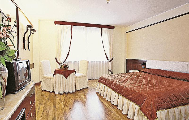 Hotelzimmer mit Massage im Leopardi