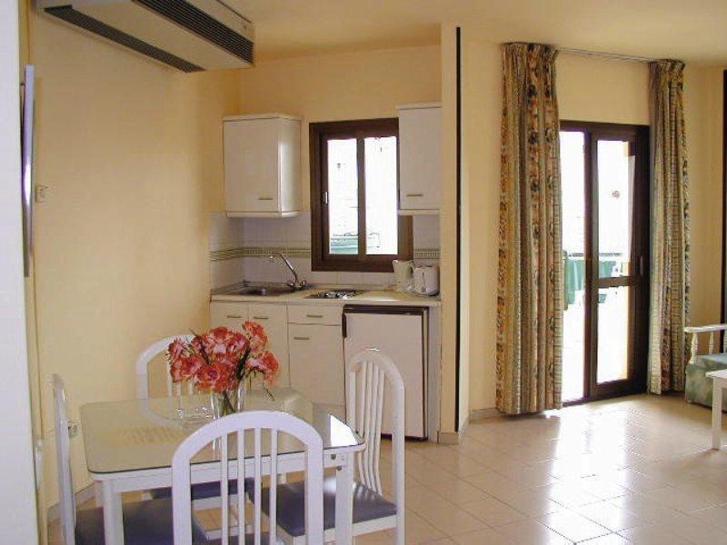 Hotel Apartamentos Mediterráneos 24 Bewertungen - Bild von FTI Touristik