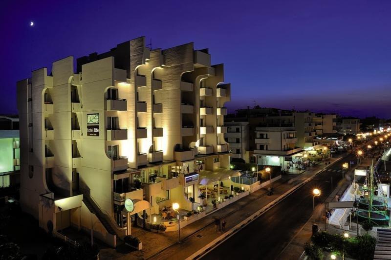 Hotel Life günstig bei weg.de buchen - Bild von FTI Touristik