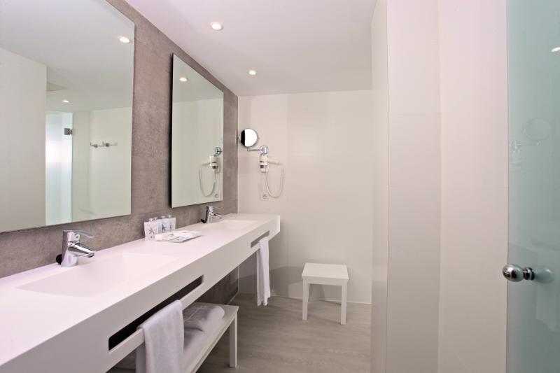 Hotelzimmer im Iberostar Cala Millor günstig bei weg.de