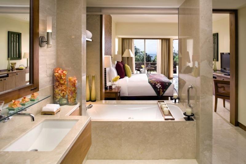 Hotelzimmer mit Mountainbike im Mandarin Oriental Sanya