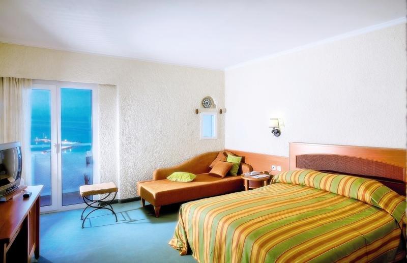 Hotelzimmer mit Volleyball im Athos Palace Hotel