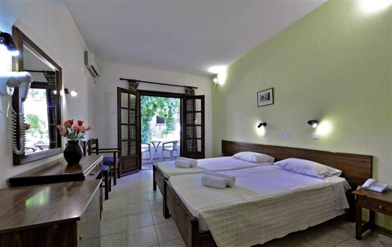 Hotelzimmer im Philoxenia Hotel günstig bei weg.de