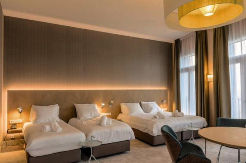 Hotelzimmer mit Klimaanlage im Amadi Panorama Hotel