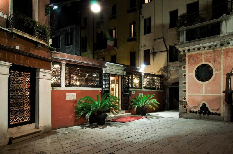 Hotel La Fenice et des Artistes günstig bei weg.de buchen - Bild von FTI Touristik