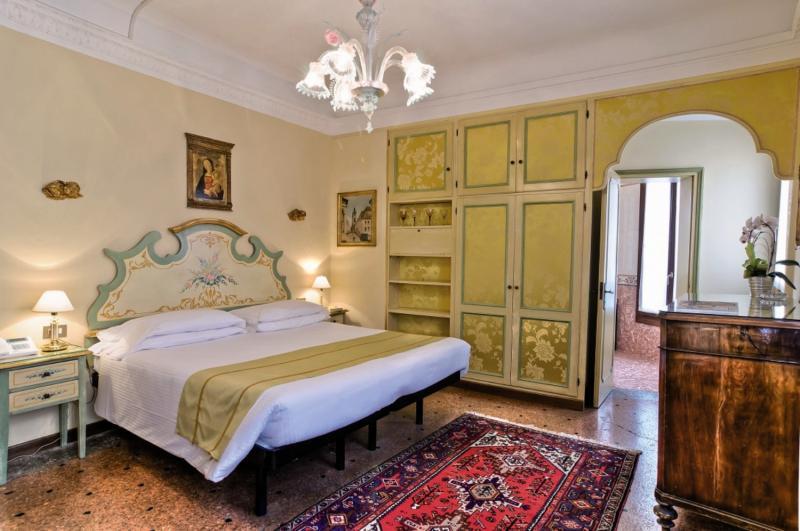 Hotel La Fenice et des Artistes 4 Bewertungen - Bild von FTI Touristik