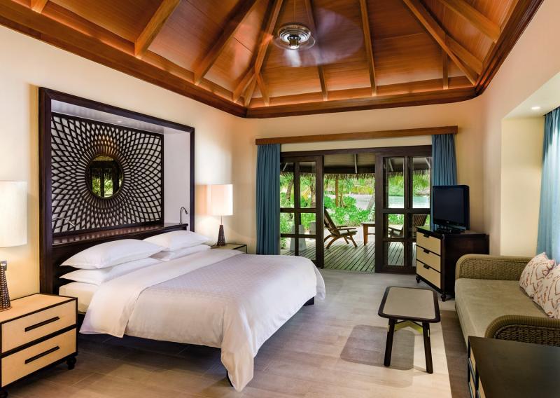Hotelzimmer mit Volleyball im Sheraton Maldives Full Moon Resort & Spa